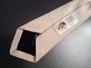 Bavoir-Cravate-Detail-Etiquette-Grise