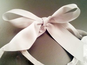 Bavoir-Cravate-Detail-Noeud
